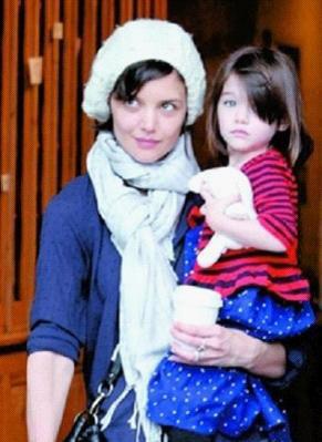 宝宝 整形/格温妮斯·帕特洛和女儿(图)