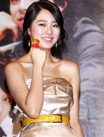 韩国明星尹恩惠电波拉皮悄悄瘦下来