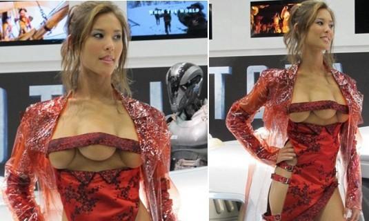 长着3个乳房的美女模特